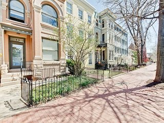 Hill Flats DC PENTHOUSE - WALK EVERYWHERE!