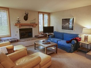 4BD, 3BA Snowmass Village Renovated Condo with Swimming Pool and Hot Tubs