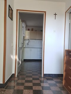 H(9): kitchen and dining room