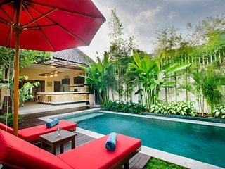 Lovely 2 Bedroom Villa with traditional Balinese style in Central of Seminyak