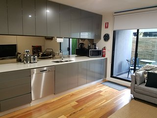 Go4 Port Melbourne Apartments..close to beach/city