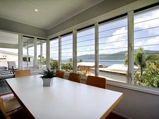 Norms Beach House - Airlie Beach