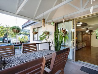 Frangipani Waters Main Street Apartment - Airlie Beach Central