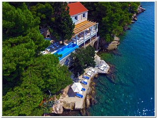 Exclusive Villa Maya with pool and private beach, Lozica