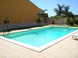 villa con piscina zona plaja grande