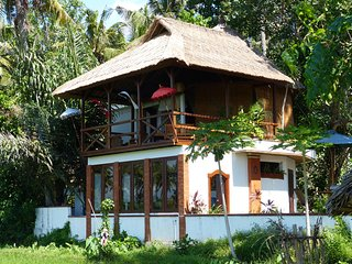 BALI TRADITIONAL-Icy BEER SLEEPS 4/6 AC+ GLAMPING, Karangasem