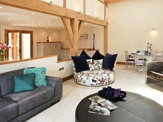 Horsham - Luxurious Barn - Farm Setting- South Lodge Hotel only 4.4 miles away, Nuthurst