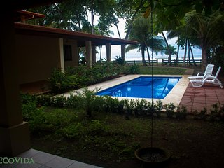 EcoVida Beach House Ay Bonita - Playa Bejuco (Oceanside with shared pool)