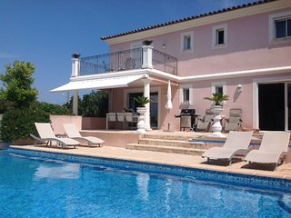 207312 3-bedroom villa, airco, private pool, town and beach walking distance,BBQ