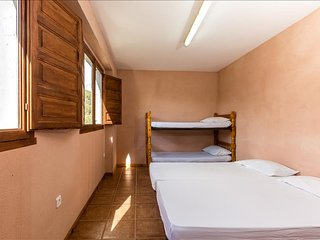 Alberg La Solana - B11 - Quadruple Room (4 Adults), Salas de Pallars