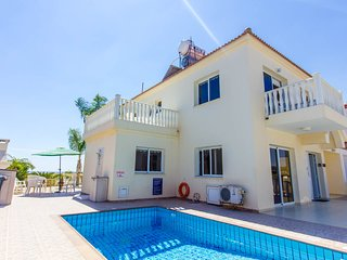 Family friendly villa with in walking distance of Nissi beach and town centre