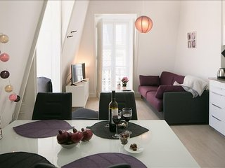 Ap13 - Cosy and bright apartment in authentic neighborhood, Graça district, Lisboa
