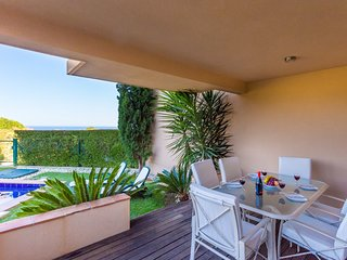 5* Luxury Two Bedroom Apartment with Private Pool, Luz