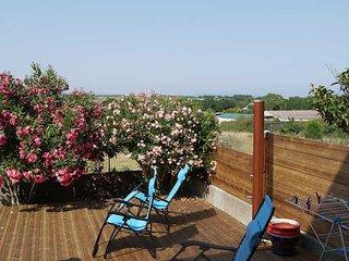 Maison Jardin- Marseillan villa with Garden Sleeps 6