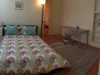 STUNNING AND REMARKABLY FURNISHED 1 BEDROOM APARTMENT IN PALO ALTO, Palo Alto