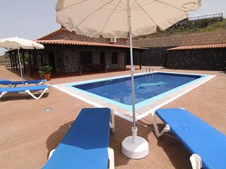 Cercado,Villa with Private Pool and Car INCLUDED !, Costa Adeje