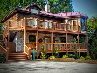 Beautiful 3 King BR, Pet Friendly Cabin