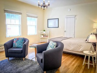 Furnished Studio Apartment at University Ave & Webster St Palo Alto, Green Bay