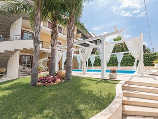 Monovano in villa con piscina