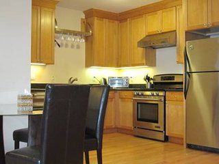 Furnished 1-Bedroom Condo at Palm Ave & 17th Ave San Mateo