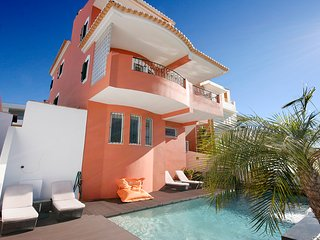 The Orange Casa 6 bedrooms, sleeps 11, Private heated Pool, Wi-Fi, A/C, Central