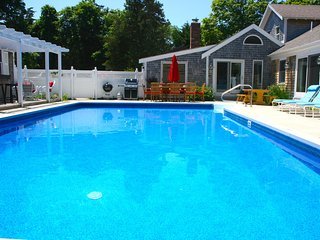 Newly updated, heated pool, sleeps 12: 051-O, Orleans