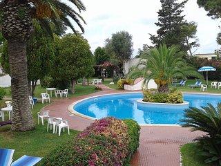 delizioso bilocale in parco con piscina fra il verde e il mare di Forio