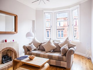 Beautiful Traditional Tenement Apartment West End