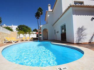 Holiday villa with pool within walking distance to the amenities, Carvoeiro