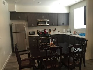 Furnished 2-Bedroom Apartment at Sylmar Ave & Friar St Los Angeles, Yorktown