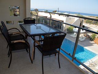 Luxury Mezzanine Apartment with pool and sea view, Makrys-Gialos