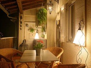 Maison Typique Arlesienne avec Terrasse et Garage