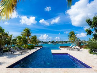 Jus' Beachy - Luxury Apartment in Beachfront Gated Community