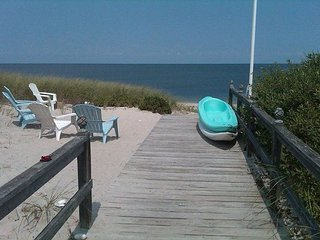 Cozy Real Beach House Perfect getaway for your family and friends! Near ALL!, Wading River