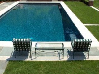4BR Southampton Home, Heated  Pool & long  Jacuzzi sleeps 10.