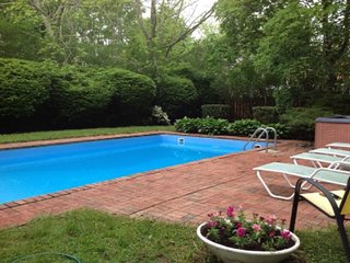 4BR Southampton w Pool (Amazing just walk to town & beach)