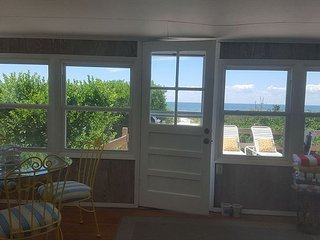 North Fork Beach House--Vineyards, Farmstands, Kayaks & Bikes--Sleeps 8