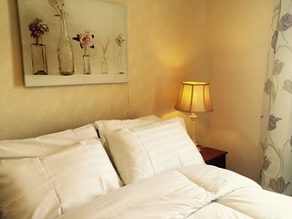 Mud's House, sleeps 6, pet friendly, Bansha
