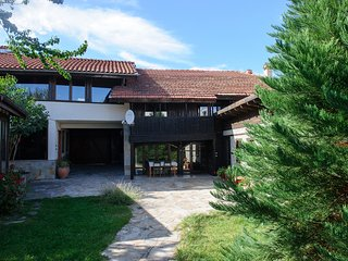 Holiday House Kulina (chalet A and chalet B)