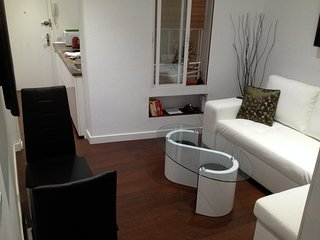 Comfortable small ground floor apartment in the centre of Madrid's attractions