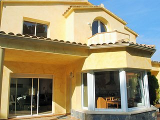 Giant villa with pool in the mountains near Sitges, Olivella