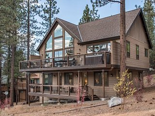6BR, 5BA South Lake Tahoe Home – 3 Living Areas, Backed by Miles of Forest