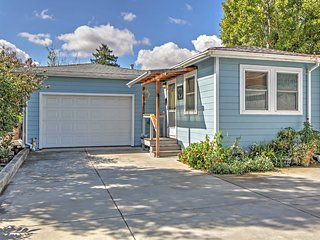 West Petaluma Cottage - Walk to Downtown!