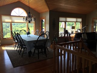 Beautiful Home in Resort Core with Hot Tub & VIEW!, Galena