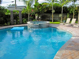HEFFRON MANOR,3b/2b,Pool,Walk to Dining,Near Beach