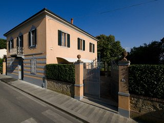 Villa in Small Village with Private Pool - Villa Fabbrica, Peccioli
