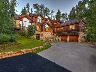 Gorgeous stand alone home, ski in/out, private hot tub, close to Mountain Village core - Prospect Lodge