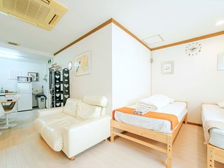 KM 3 Floors Apartment near Namba and Nipponbashi, Osaka