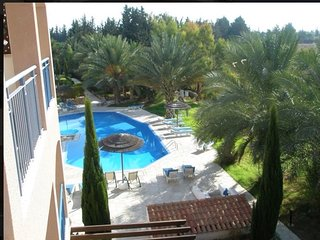 Attractive One Bedroom Apartment with Large Balcony Nr Sea - Sleeps 3