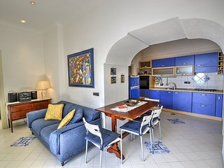 Positano Villa Sleeps 4 with Air Con - 5228454
